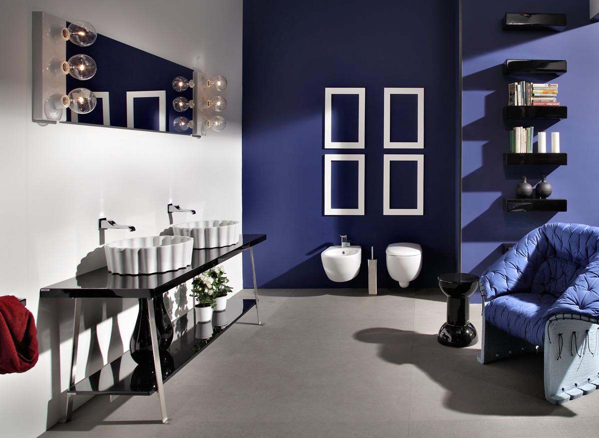 Idee per illuminare lo specchio del bagno con lampade e - Faretti bagno specchio ...