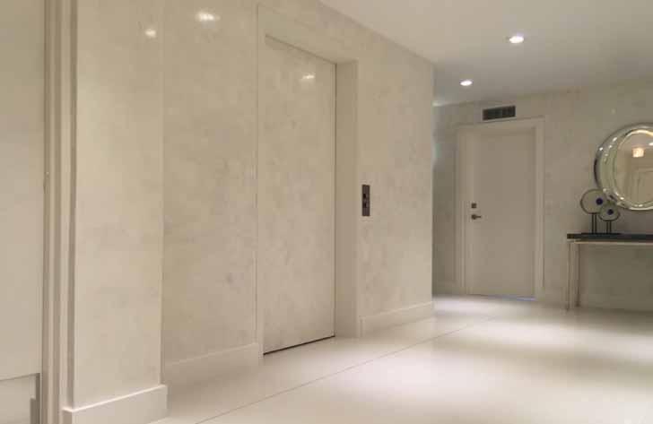 Stucco veneziano grigio perla for Pareti bianco perla