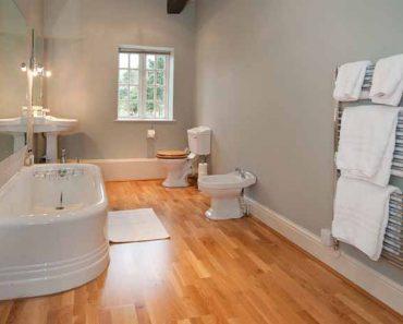 Pareti in vetrocemento per bagni 10 idee meravigliose idee bagno - Bagno in parquet ...